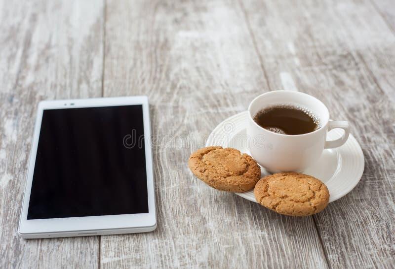 söt kopp för giffel för bakgrundsavbrottskaffe Kaffe med mellanmålet arkivfoto
