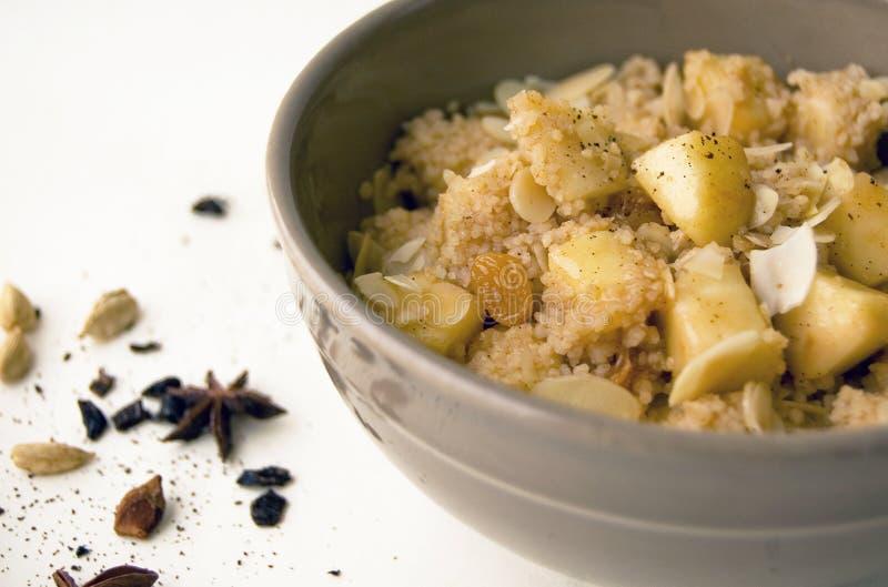 Söt och kryddig couscous royaltyfri bild