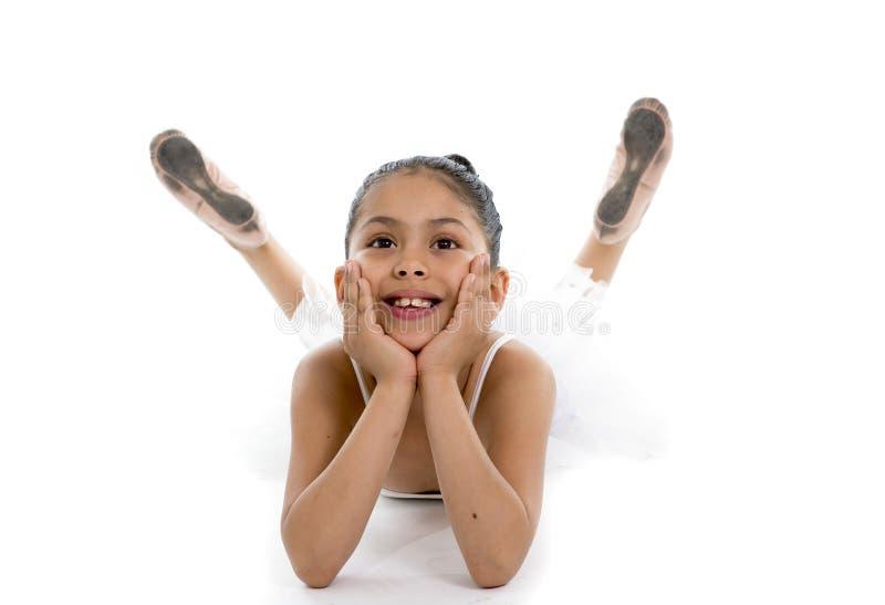 Söt ung gullig balettdansörflicka som poserar på vit bakgrund royaltyfri bild