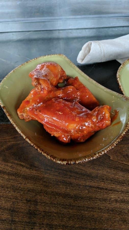 Söta och kryddiga fega vingar royaltyfri foto