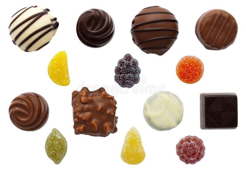 Sötsaker blandade choklad- och fruktpastillar royaltyfri fotografi