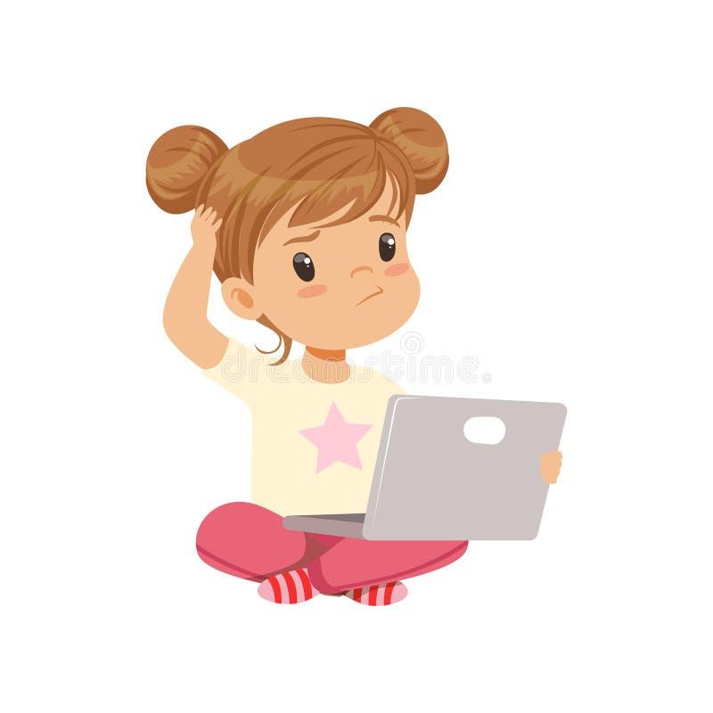 Sött liten flickatecken som använder bärbara datorn, medan sitta på golvvektorillustrationen på en vit bakgrund royaltyfri illustrationer