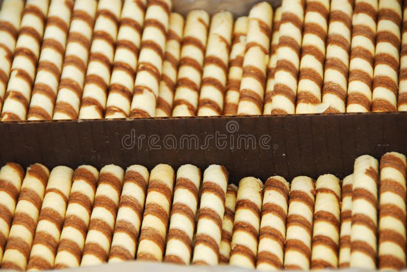 Süße appetitanregende gestreifte Schokoladenstöcke lizenzfreies stockfoto