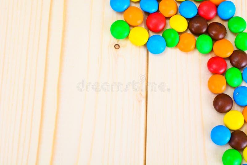 Süße Bonbon-Süßigkeit auf Woody lizenzfreie stockfotografie