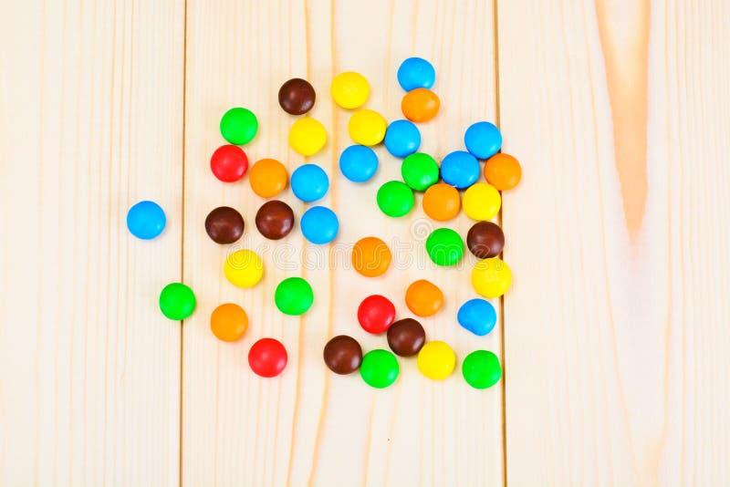 Süße Bonbon-Süßigkeit auf Woody stockfotografie
