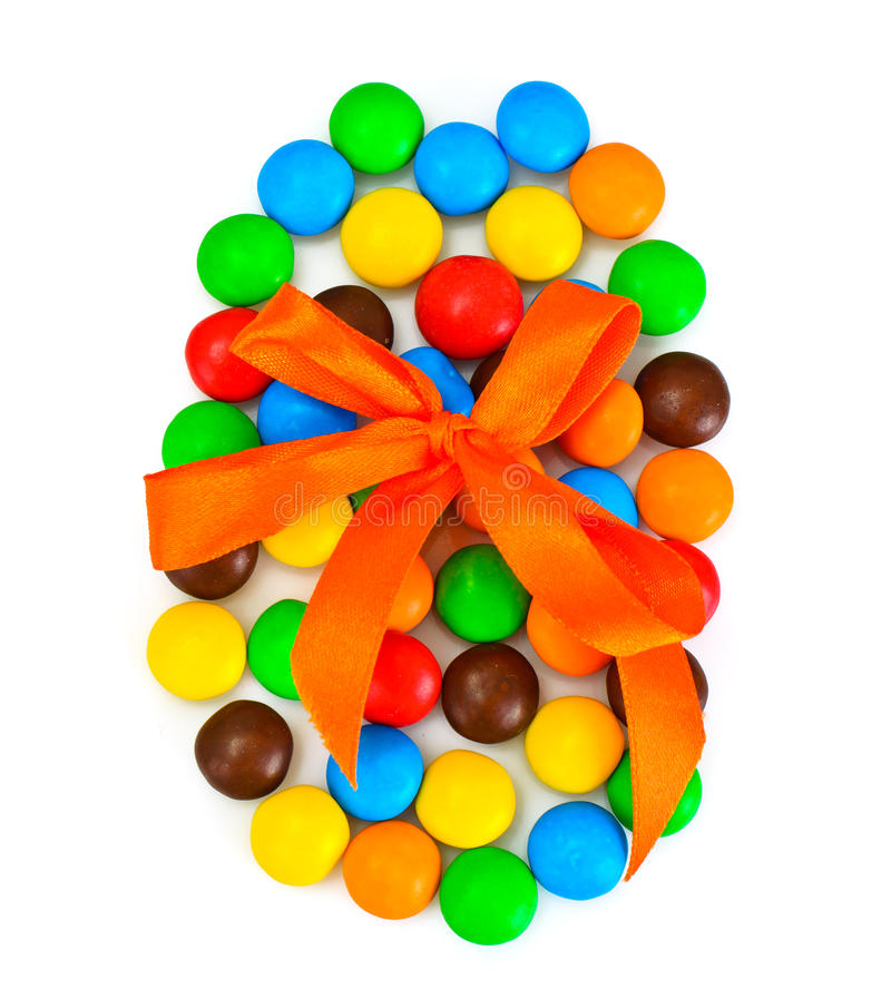 Süße Bonbon-Süßigkeit in der Osterei-Form auf weißem Hintergrund lizenzfreie stockbilder