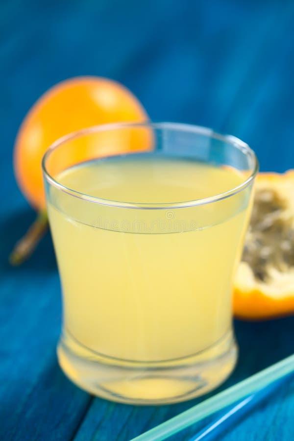 Süße Grenadille oder Grenadia-Fruchtsaft stockbild