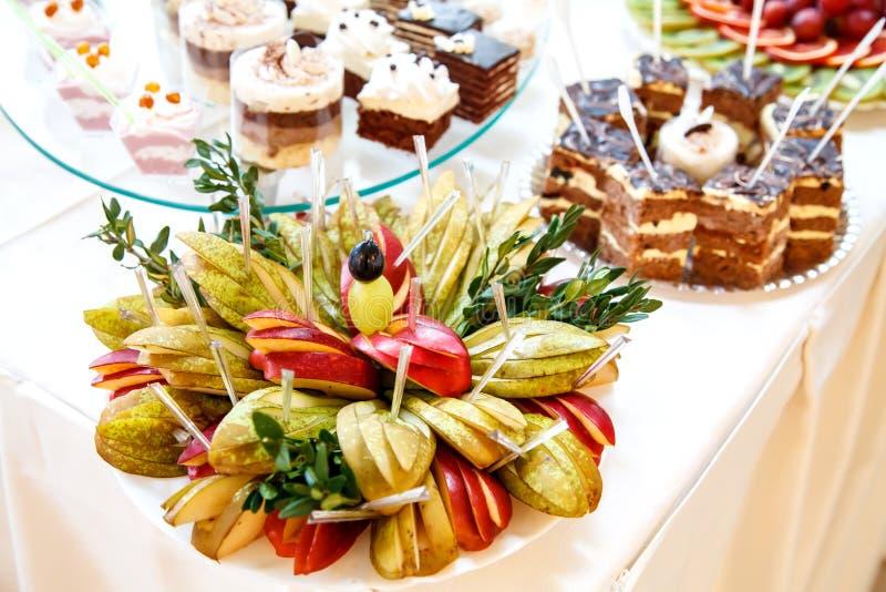 Süße Hochzeitstafel lizenzfreie stockfotos