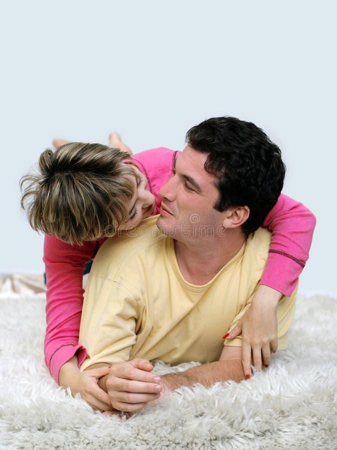 Süße junge Paare lizenzfreie stockfotos