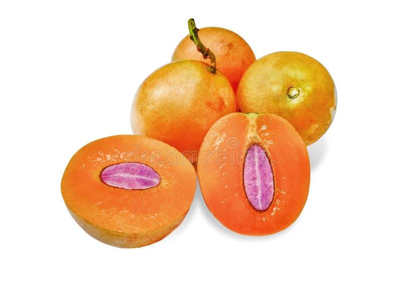 Süße marianische Pflaumenfrucht lokalisiert auf weißem Hintergrund lizenzfreies stockfoto