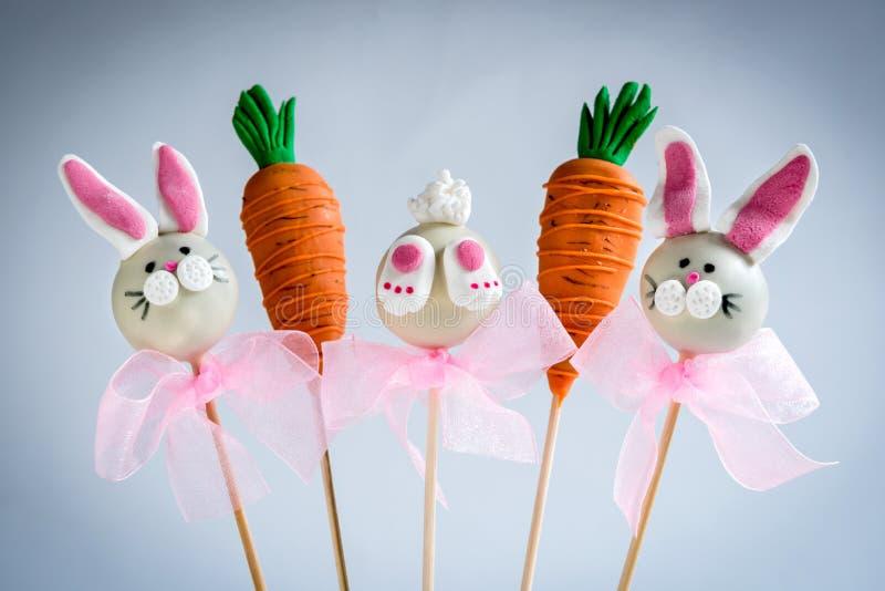 Süße Ostern-Kuchenknalle lizenzfreie stockbilder