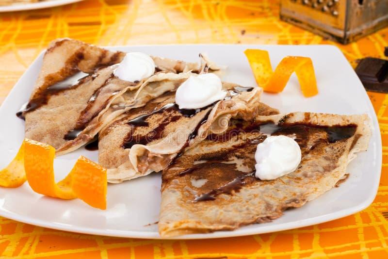 Süße Pfannkuchen mit Orange lizenzfreie stockfotos