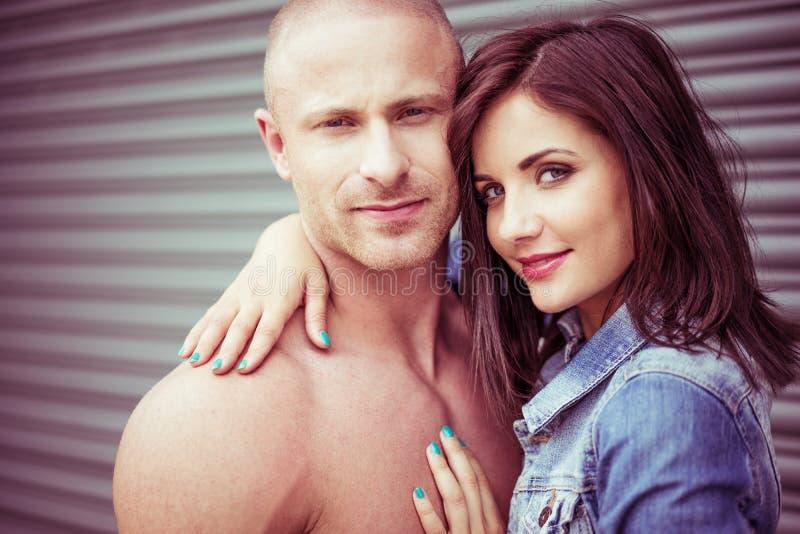 Süße schöne Paare in der Liebe lizenzfreies stockfoto