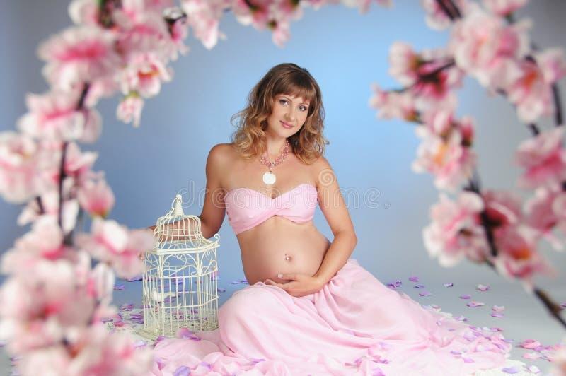 Süße Schwangerschaft lizenzfreie stockbilder