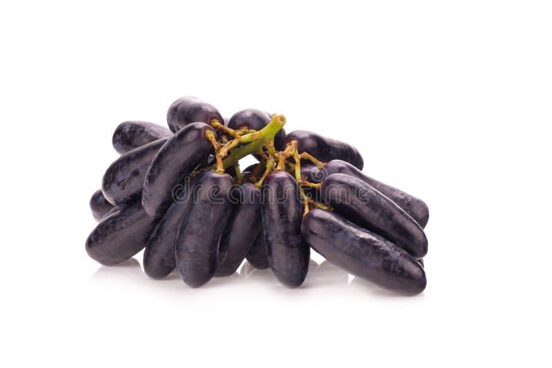 süße schwarze Saphirtrauben auf weißem Hintergrund lizenzfreies stockfoto