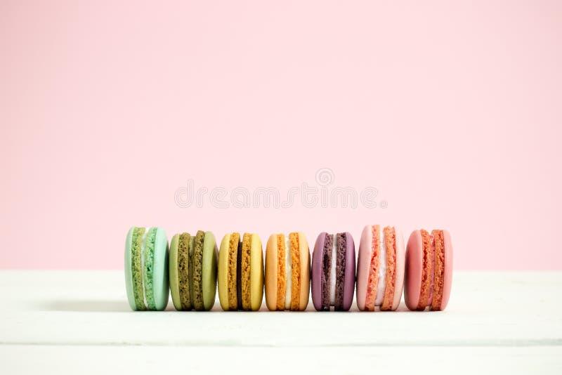 Süße und bunte französische Makronen stockfotos