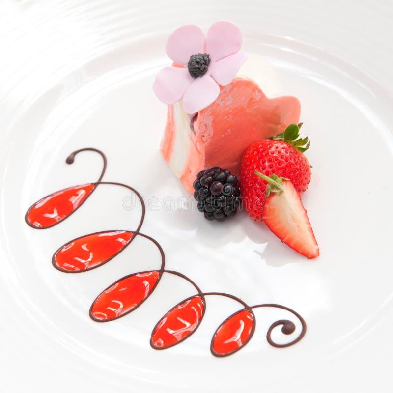 Süßer Kuchen mit Früchten lizenzfreies stockbild