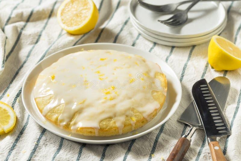 Süßer selbst gemachter gelber Zitrone Lemoncello-Kuchen stockbild