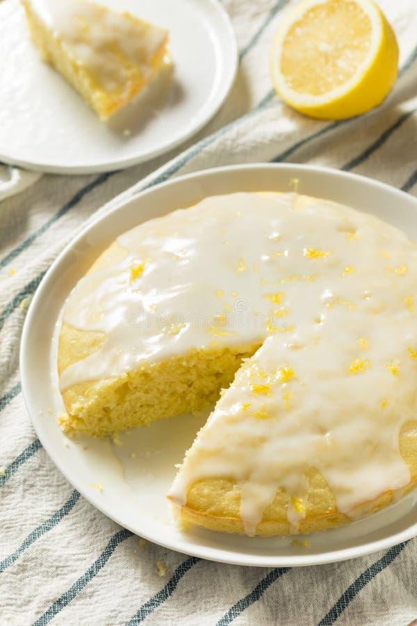 Süßer selbst gemachter gelber Zitrone Lemoncello-Kuchen lizenzfreie stockfotografie