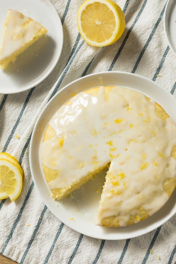 Süßer selbst gemachter gelber Zitrone Lemoncello-Kuchen lizenzfreies stockbild