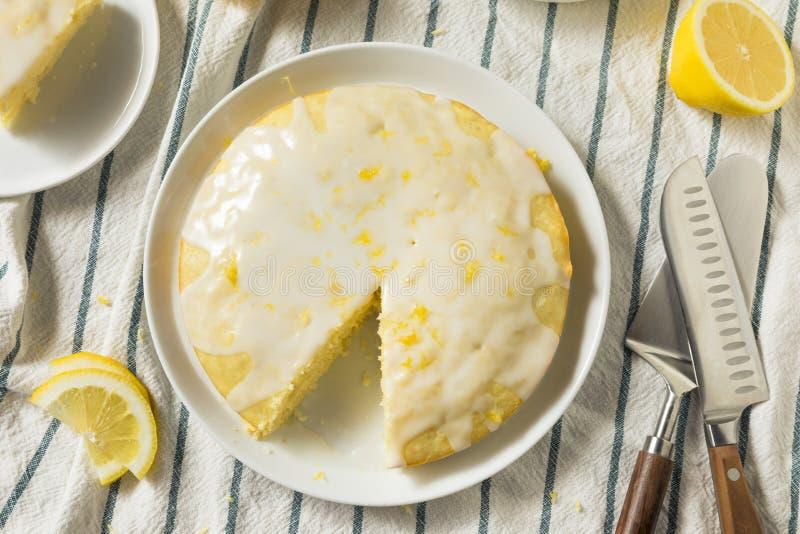 Süßer selbst gemachter gelber Zitrone Lemoncello-Kuchen lizenzfreies stockfoto