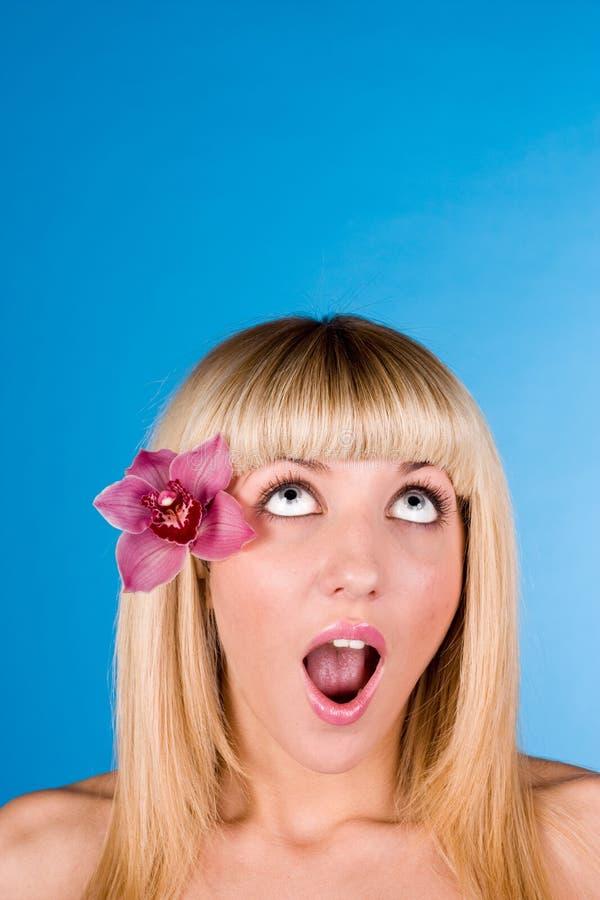 Süßes blondes oben schauen stockbilder