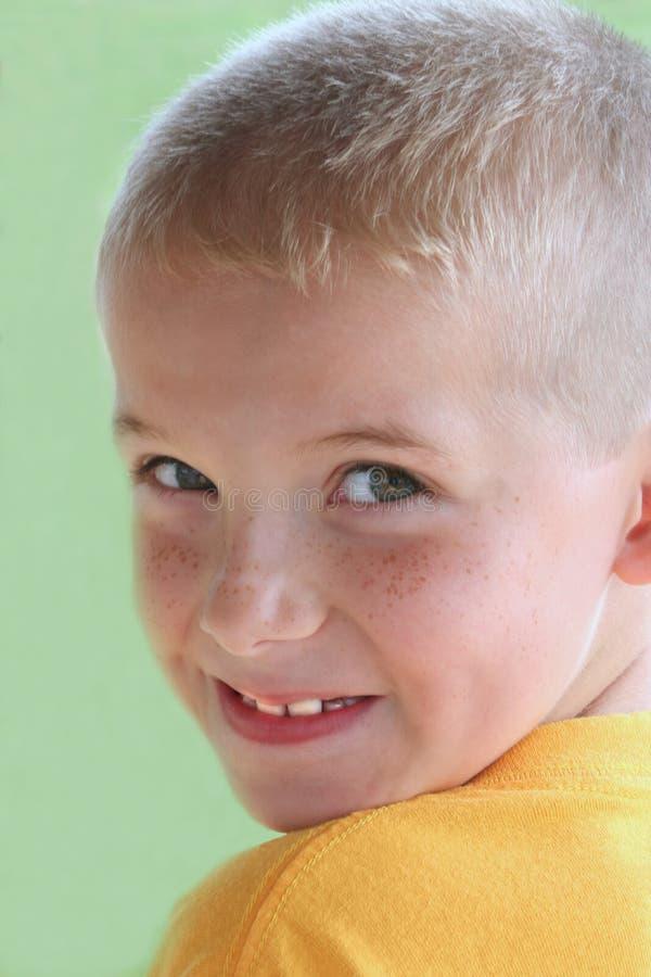 Süßes Jungen-Portrait stockfotos
