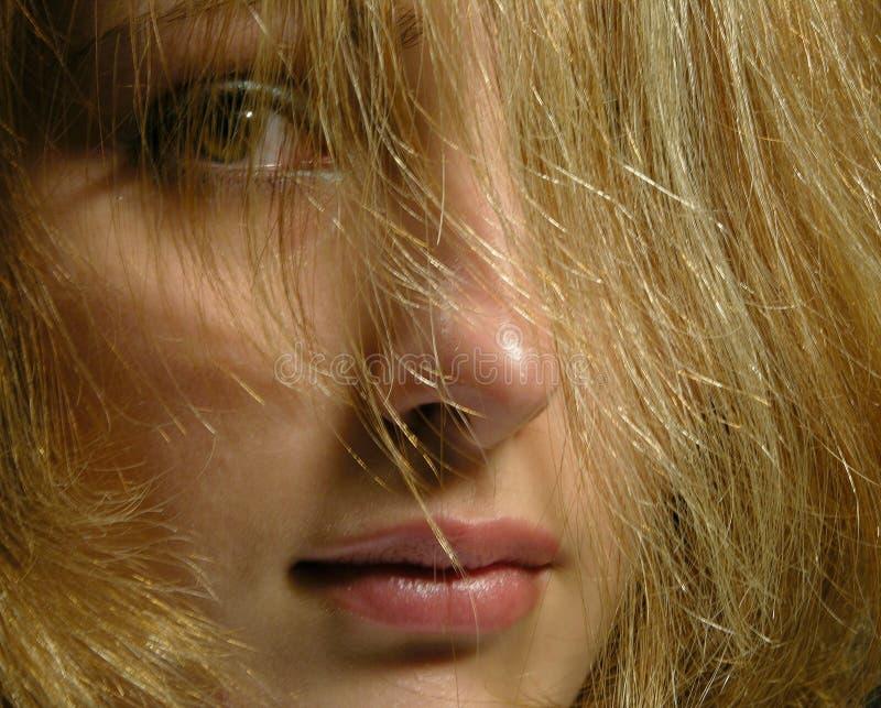 Süßes junges Mädchen lizenzfreies stockfoto