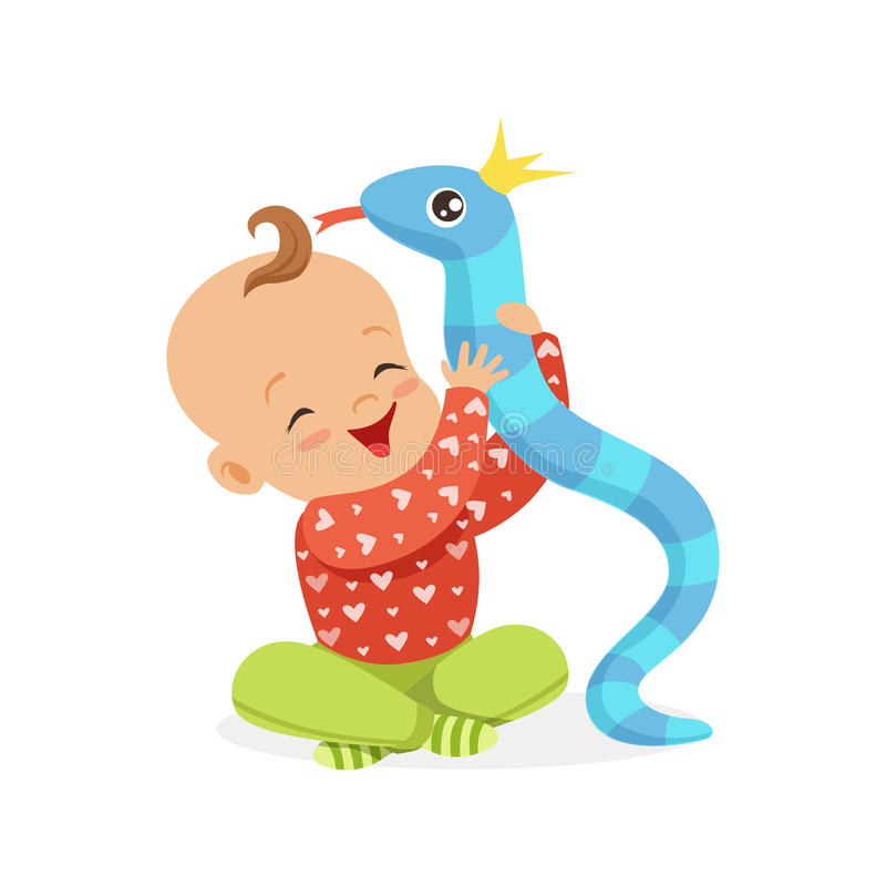 Süßes lächelndes Baby, das mit Spielzeugschlange, bunte Zeichentrickfilm-Figur-Vektor Illustration spielt lizenzfreie abbildung