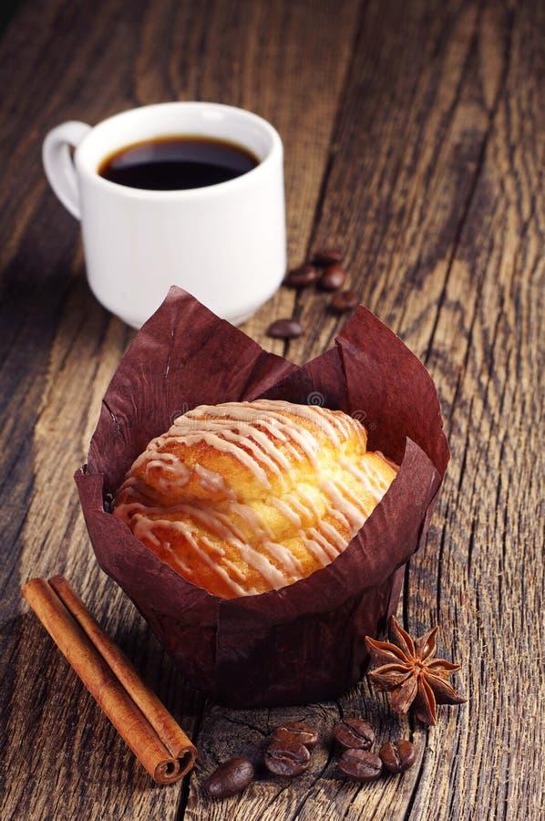 Süßes Muffin und Kaffee stockbilder