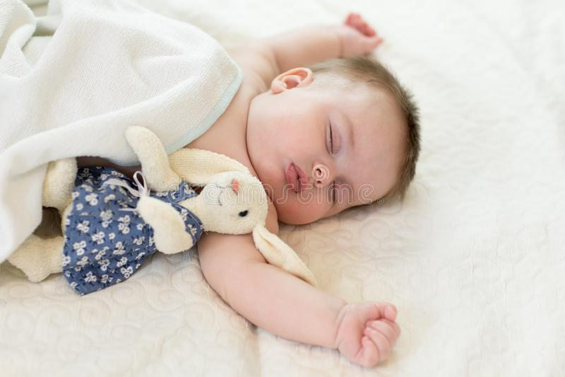 Süßes Schätzchenschlafen lizenzfreie stockbilder