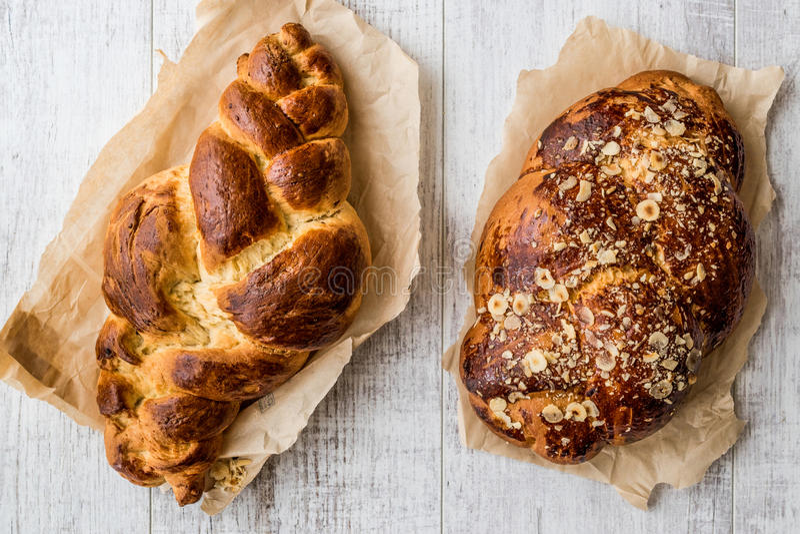 Süßes umsponnenes Brot/Paskalya Coregi oder Challah-Brot für Shabbat lizenzfreie stockbilder
