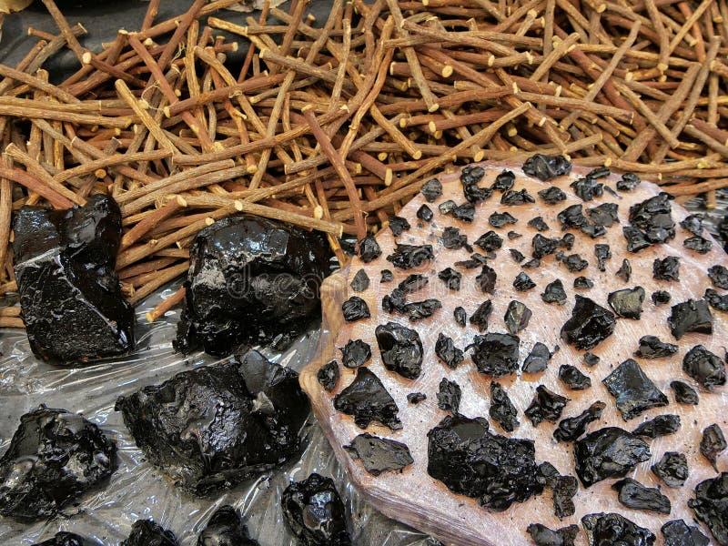 Süßholzwurzelstöcke und flacked reine Paste stockfotografie