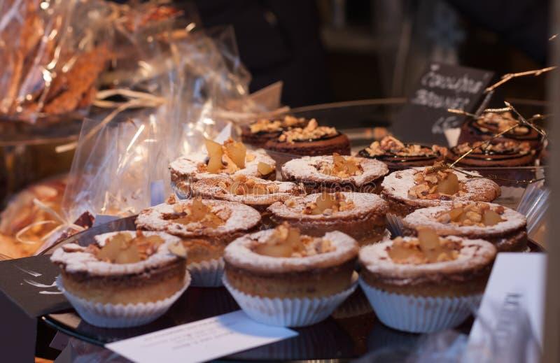 Süßigkeit auf Stall am Weihnachtsmarkt lizenzfreie stockfotos
