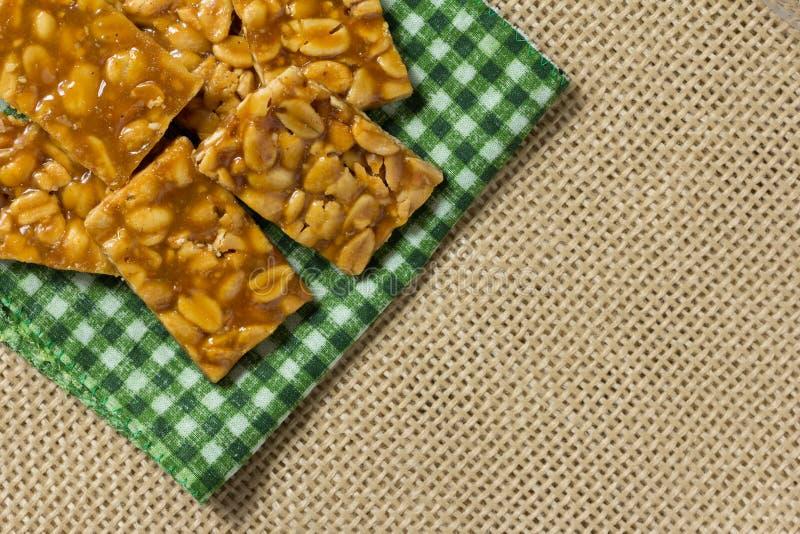 Süßigkeit mit Erdnuss: Pe de Moleque in Brasilien und Chikki in Indien stockfotografie
