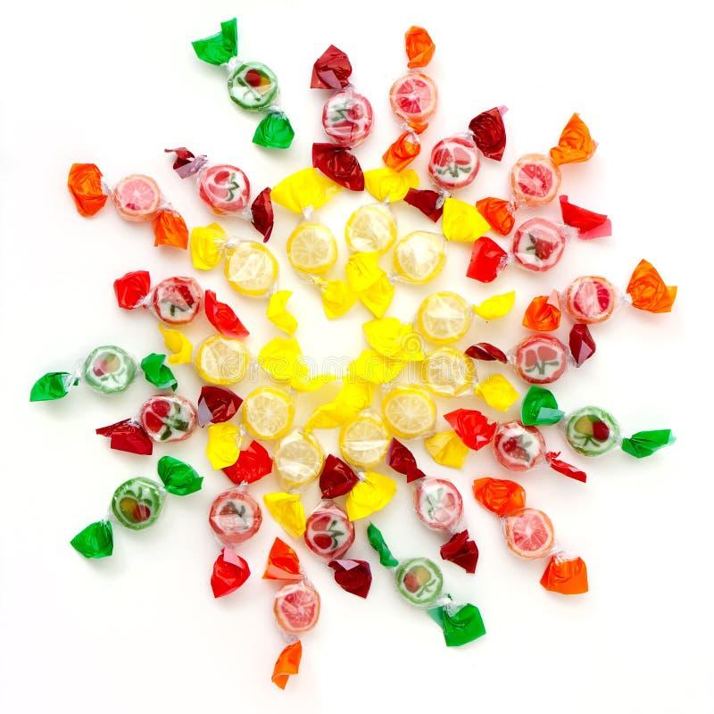 Süßigkeiten gruppiert in der runden Form stockfotos