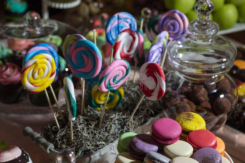 Süßigkeitsbuffet und Wüstentabelle stockbilder
