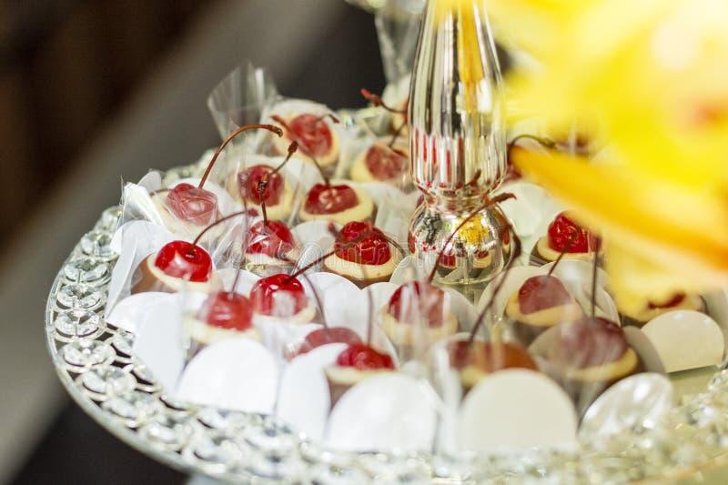 Süßigkeitstabelle in der Hochzeit, Heirat lizenzfreie stockbilder