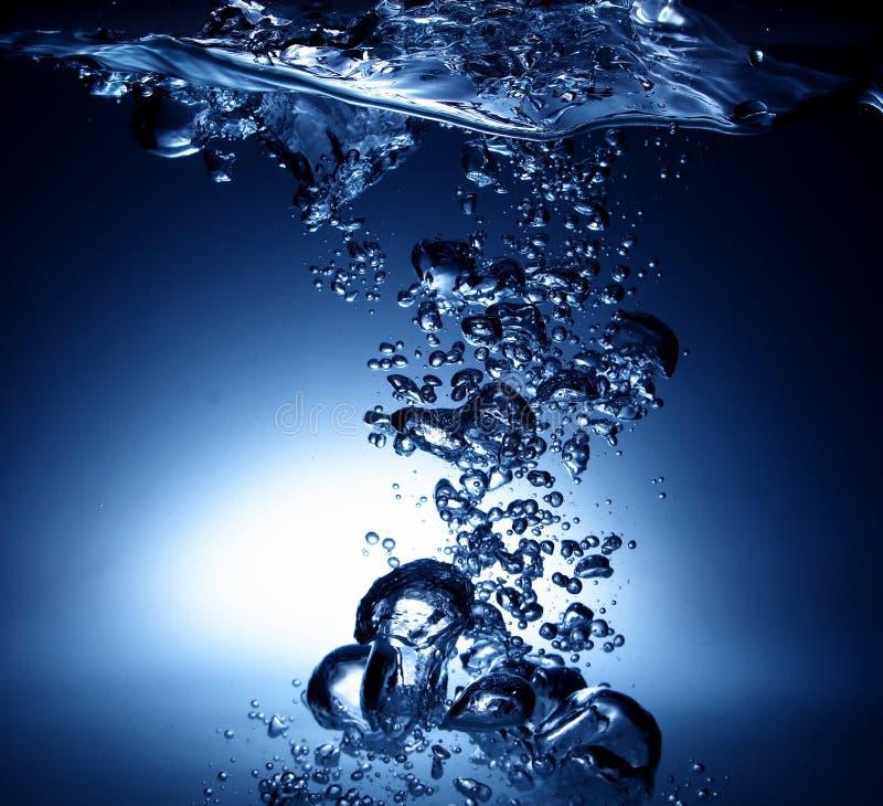 Süßwasser mit Luftblasen stockfotografie