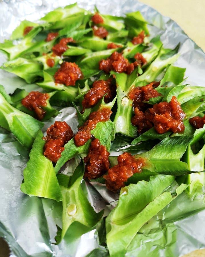 Südöstliche Kochkunst, eckige Bohnen und Chili-Garnelen-Grill Gemüsegericht lizenzfreies stockfoto