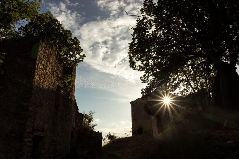 Südöstliches altes Dorf Frankreichs stockbild