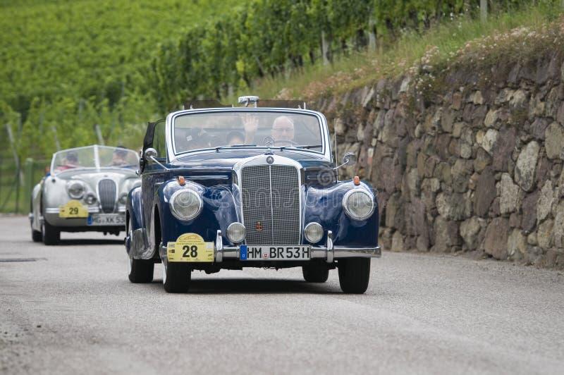 Süd-Tirol klassisches cars_2014_Mercedes 220 CA Cabrio lizenzfreies stockbild