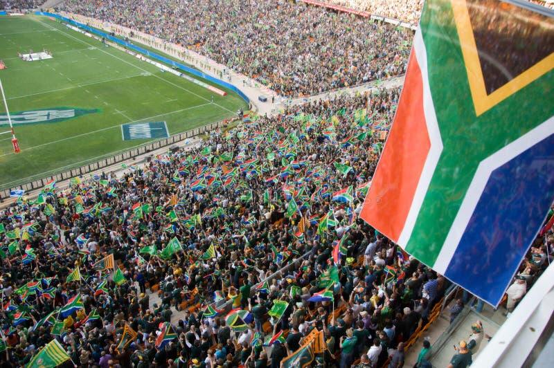 Südafrikanische Markierungsfahnen an einem Rugbyspiel lizenzfreie stockbilder