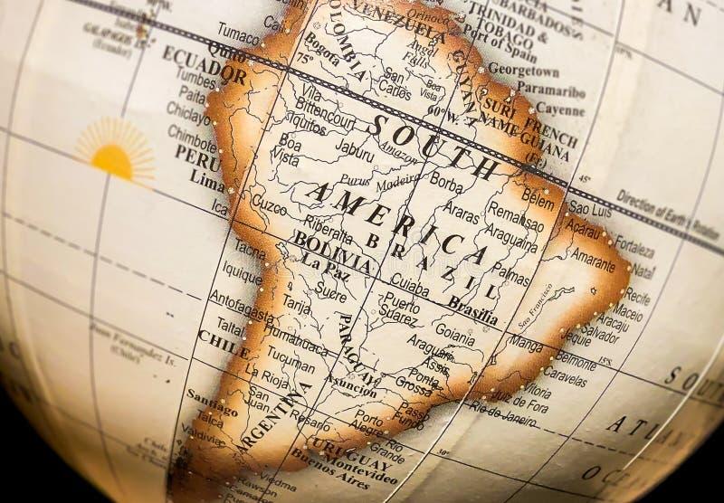 Südamerika auf Atlasweltkarte der Kugel stockbild