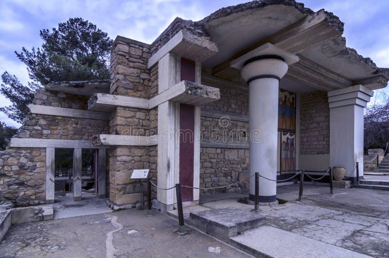 Süden Propylaeum stellte Gebäude mit den zwei Freskos an der archäologischen Fundstätte von Knossos in Iraklio wieder her stockfotografie