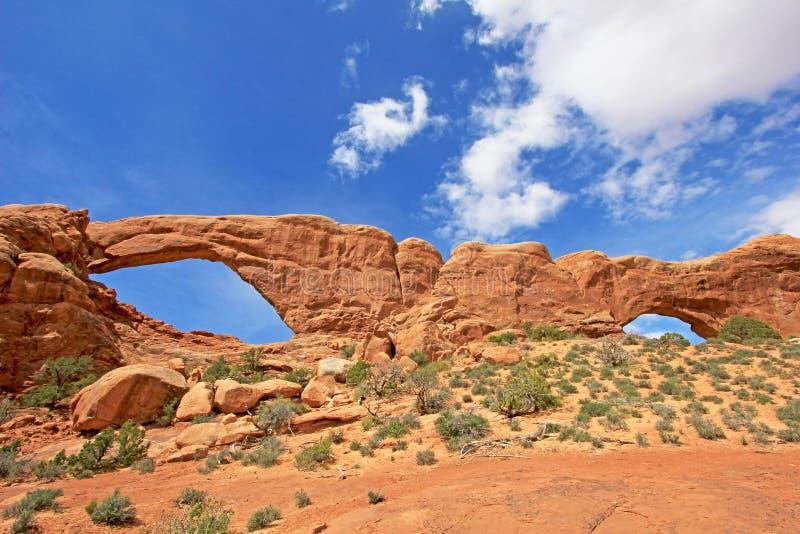 Süden-und Nordfenster-Bogen am Bogen-Nationalpark in Utah, USA lizenzfreie stockfotografie