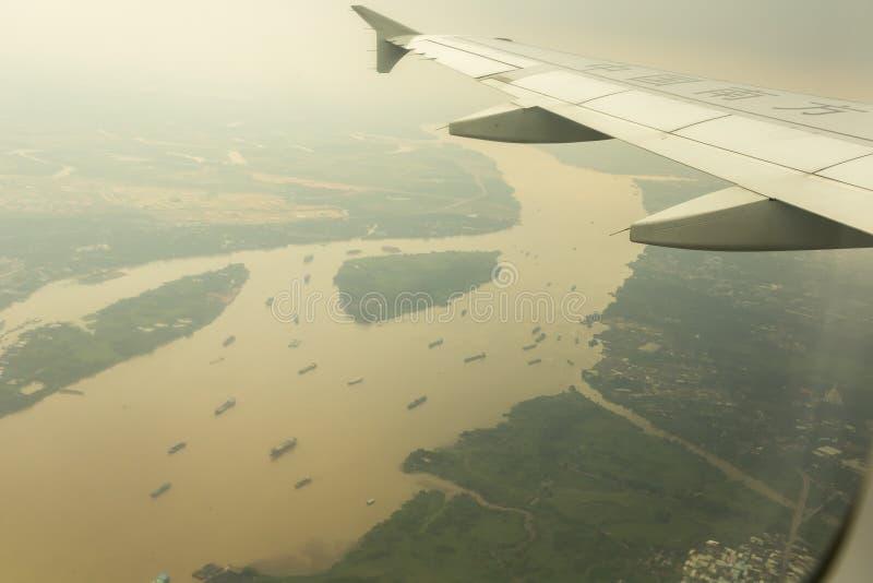 Südliche Fluglinie Chinas, die über der Mekong-Delta, Vietnam fliegt stockfotos