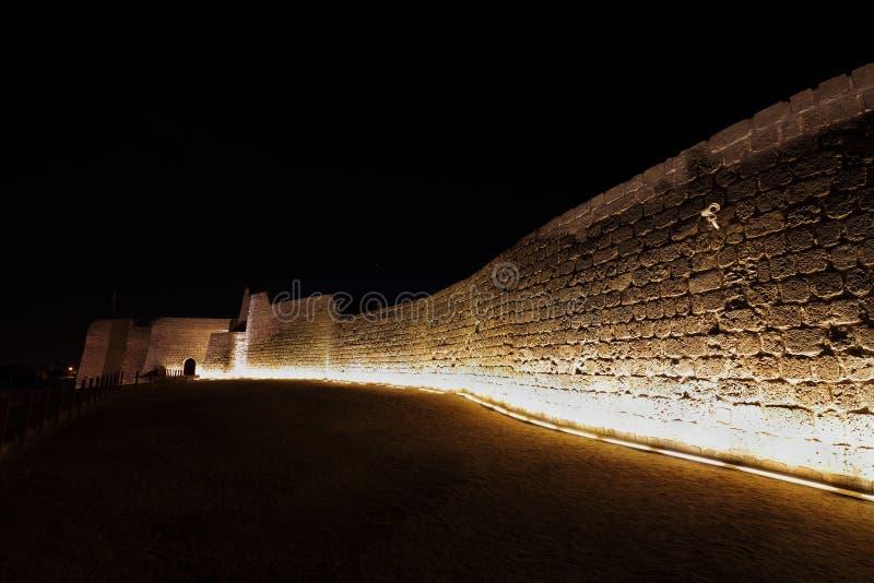 Südliche Wand am oberen Niveau von Bahrain-Fort stockfoto