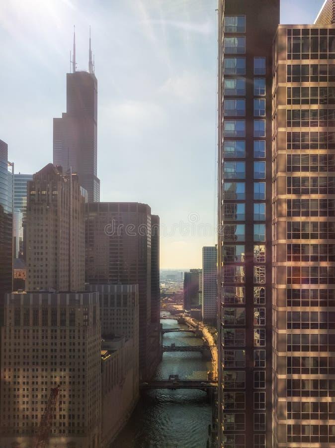 Südniederlassung des Chicago Rivers mit Marksteinperspektive Chicago, USA stockfotos
