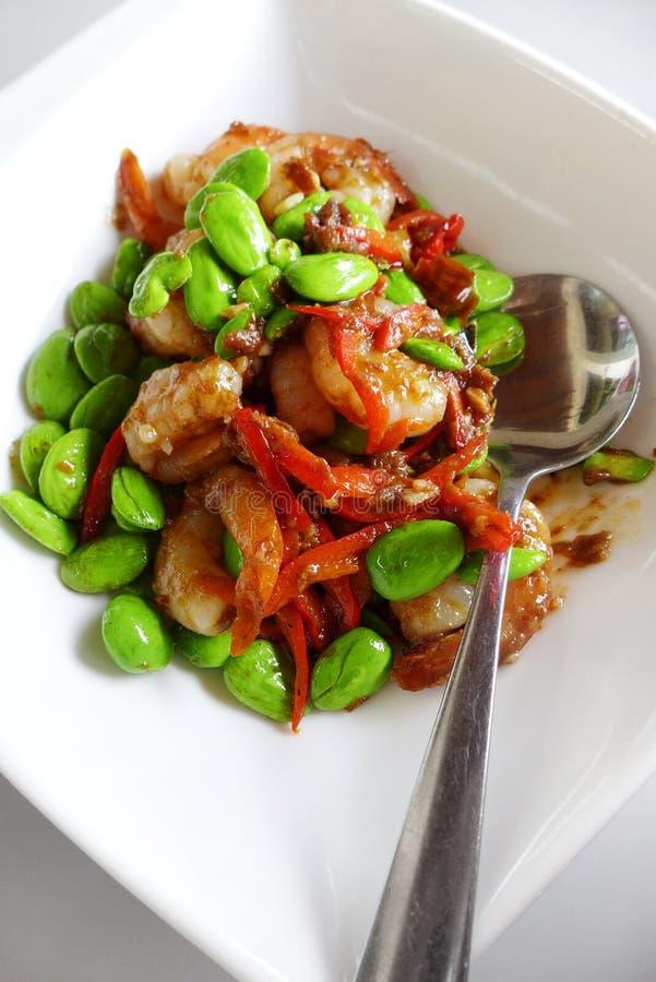 Südostasiatische lokale Nahrungpetai Bohnen u. Garnelen lizenzfreies stockbild